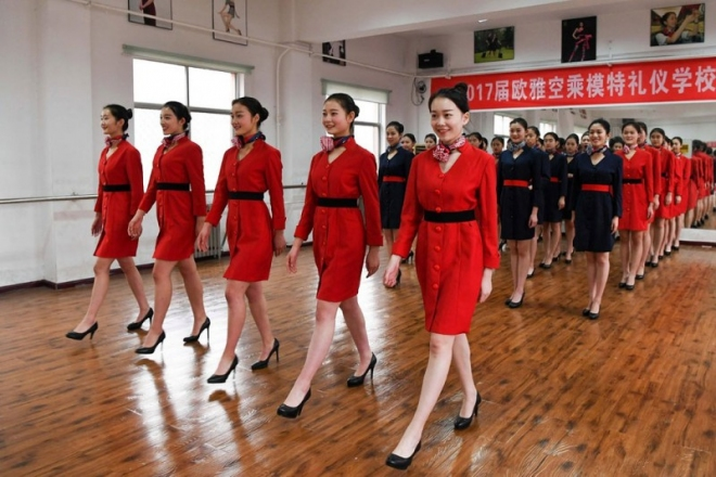 китайски стюардеси