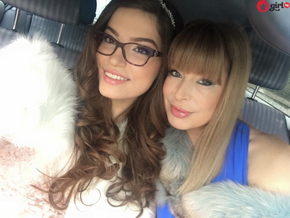 Мира Добрева и Лора Добрева