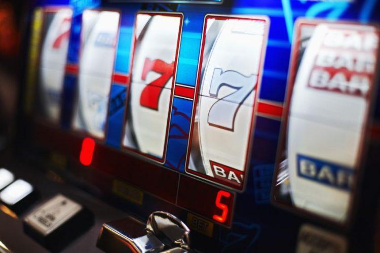 ограбена жена в казино