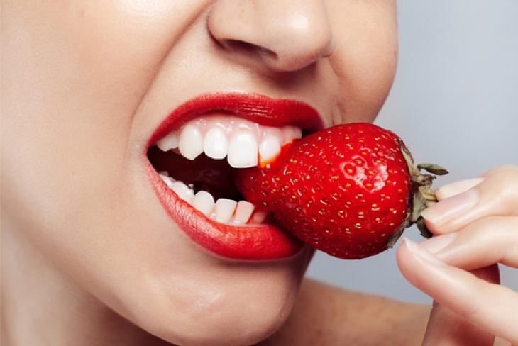 5 природни лека ще ви избавят от кървящите венци