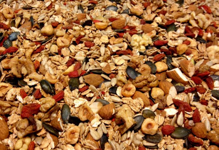 Кои са 7-те най-полезни ядки и семена и за какво помагат