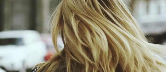 Защо косата ни се омазнява?