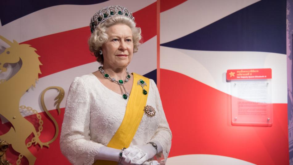 Кралица Елизабет носи едни и същи обувки по 7 години, причината ще ви шокира