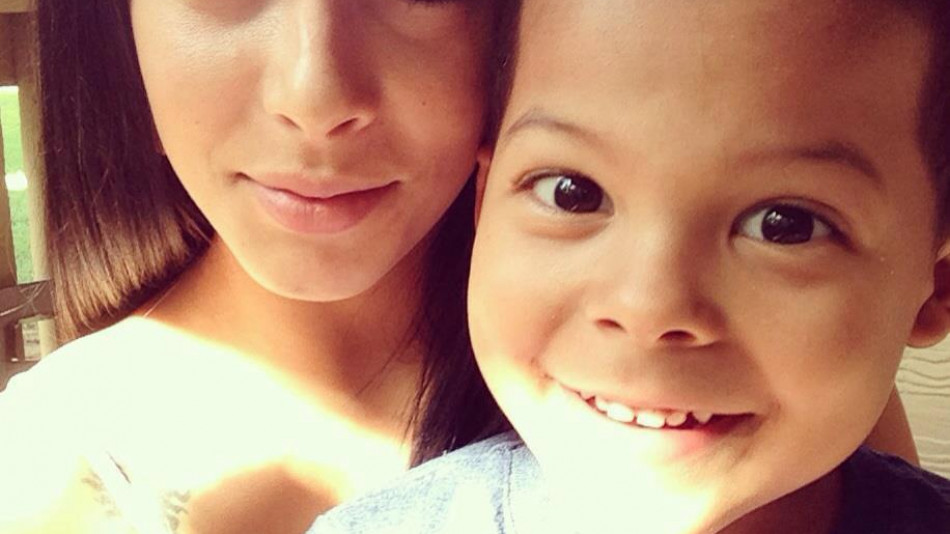 Самотна майка намери нещо потресаващо в ученическата раница на сина си (СНИМКИ)