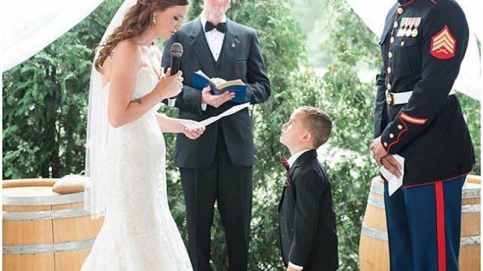 Младоженка разплака всички гости на сватбата си с трогателните думи към 4-годишния си доведен син