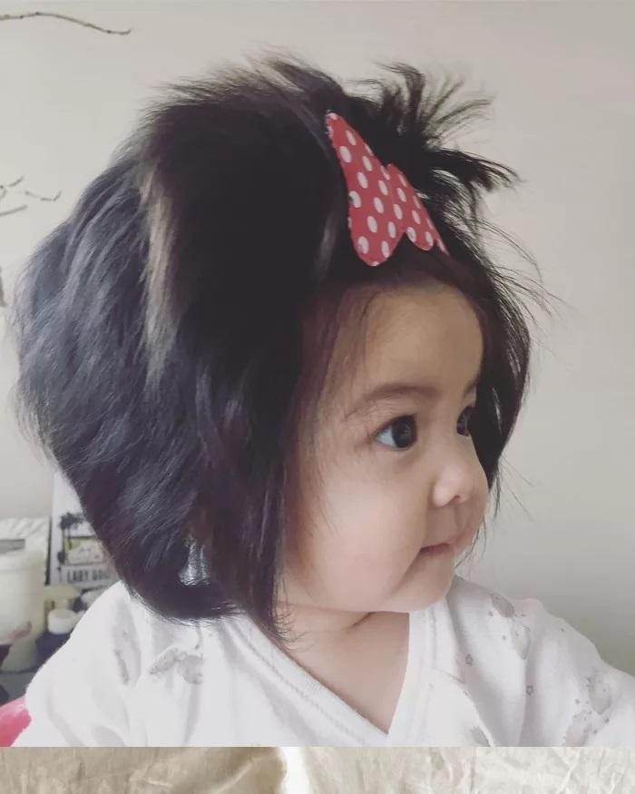 Светът полудя по това половингодишно бебче! Причината е смайваща (СНИМКИ)